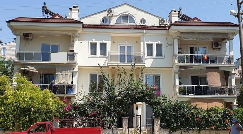 דירת דופלקס עם 4 חדרי שינה ובריכת שחיה משותפת