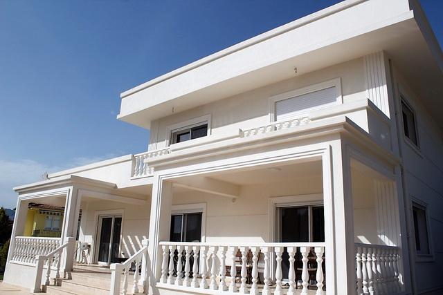 וילה צמודת קרקע חדישה עם 3 חדרי שינה, בריכה פרטית, חנייה ונוף מרהיב